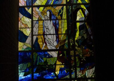 The Gift of Healing - This faceted glass window measures 35 feet in diameter. Each piece of glass is hand faceted to produce the beautiful jewel effect it is famous for. Hogan Studios also did Stained glass windows throughout this 3500 seat sanctuary.